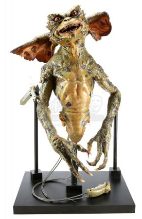 Lot #312 - GREMLINS 2: THE NEW BATCH (1990) - Green Gremlin Puppet