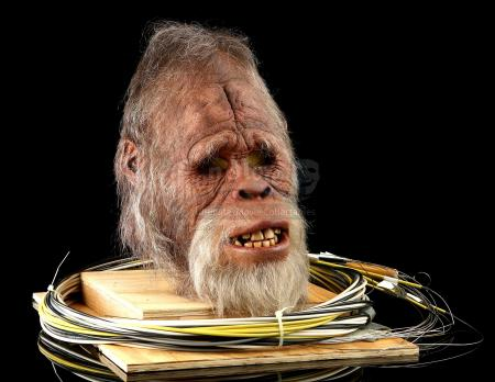 HARRY AND THE HENDERSONS (TV 1991 - 1993) - Stunt Harry Cable-Controlled Mask