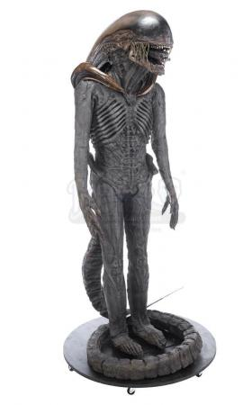 Lot #24 - ALIEN3 (1992) - Xenomorph Warrior Complete Costume Display