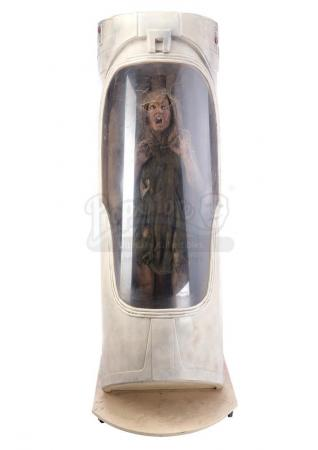Lot #27 - ALIEN3 (1992) - SFX Newt (Carrie Henn) Body in Custom Themed Display
