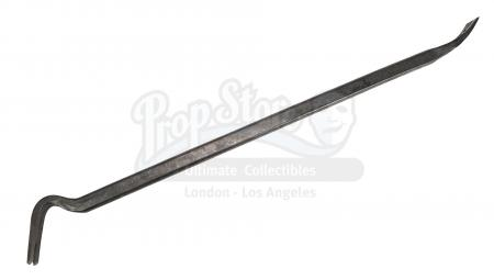 Lot #900 - WORLD WAR Z (2013) - Gerry Lane's (Brad Pitt) Crowbar