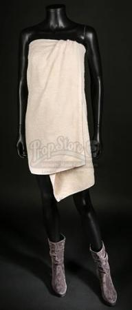 Naadirah's (Seyneb Saleh) Towel and Boots