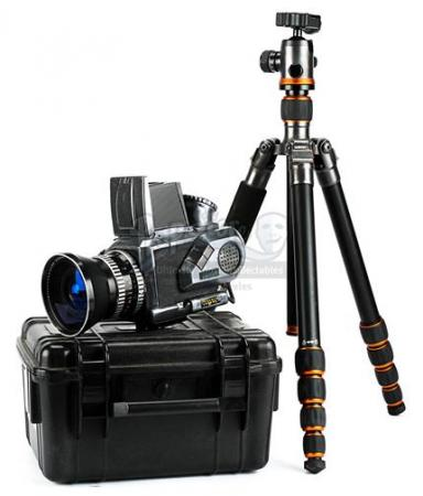Duck's (Justin Theroux) Camera and Tripod