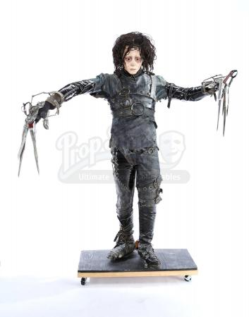 EDWARD SCISSORHANDS (1990) - Edward Scissorhands' (Johnny Depp) Costume Display