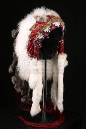 FINDING NEVERLAND (2004) - J.M. Barrie's (Johnny Depp) Native American Headdress