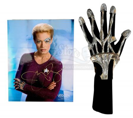 STAR TREK: VOYAGER (TV 1995-2001) - Seven of Nine's (Jeri Ryan) Borg Exo-Glove