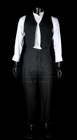 THE WOMAN IN BLACK (2012) - Arthur Kipps' (Daniel Radcliffe) Costume